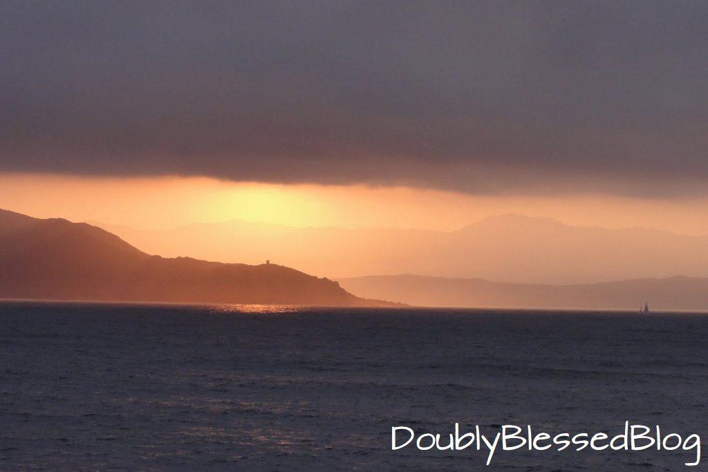 Ajaccio Korsika beim Einlaufen bei Sonnenaufgang mit der AIDAsol