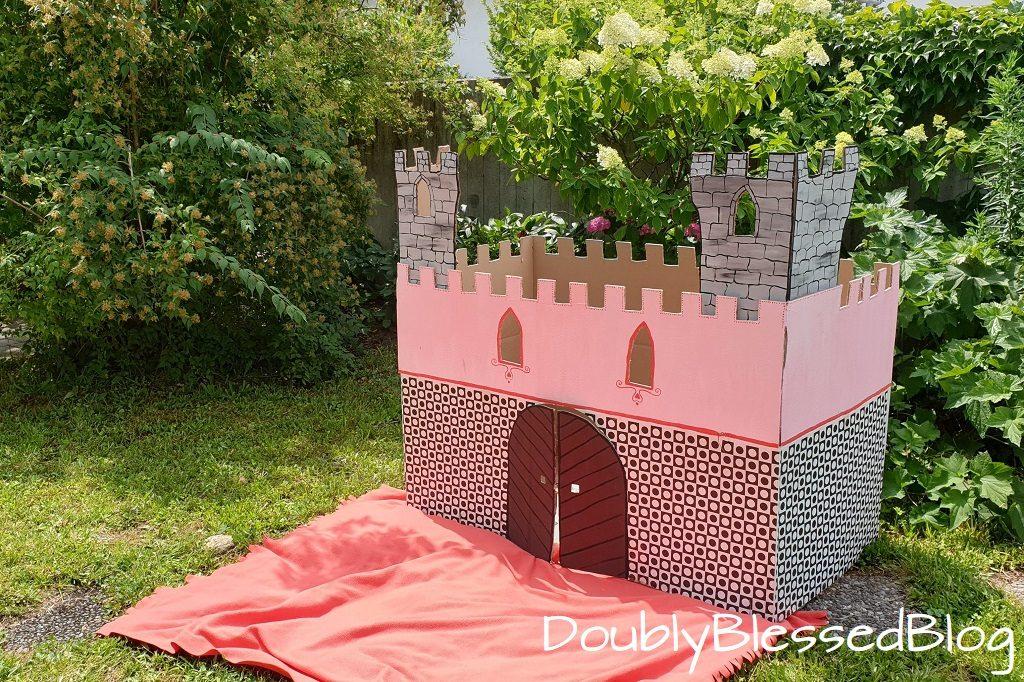 Ein DIY Prinzessinnenschloss aus Pappe / Karton zum Kindergeburtstag