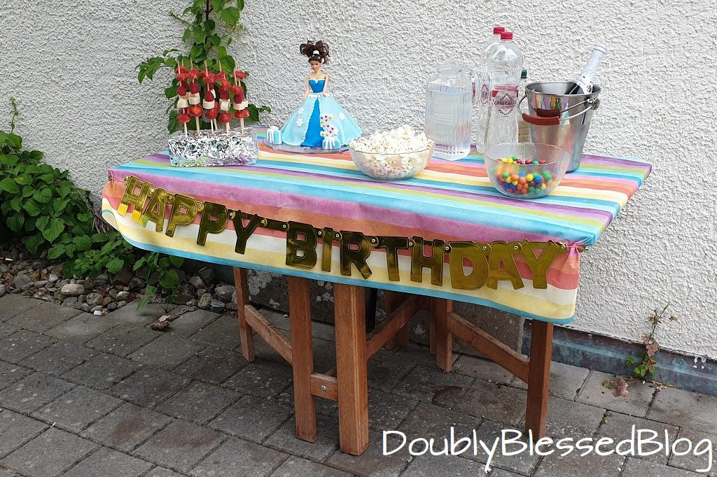 Anrichte 7 Unser Buffet am Prinzessinnen-Geburtstag
