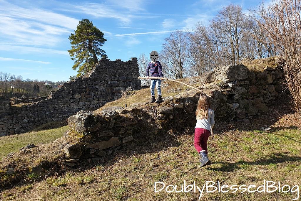 Ritterkämpfe auf der Burgruine