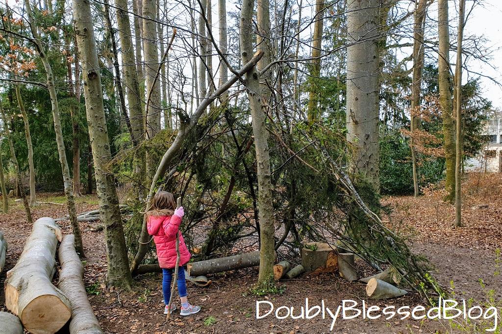 Unsere liebsten Waldspiele - Unterstände und Hütten bauen
