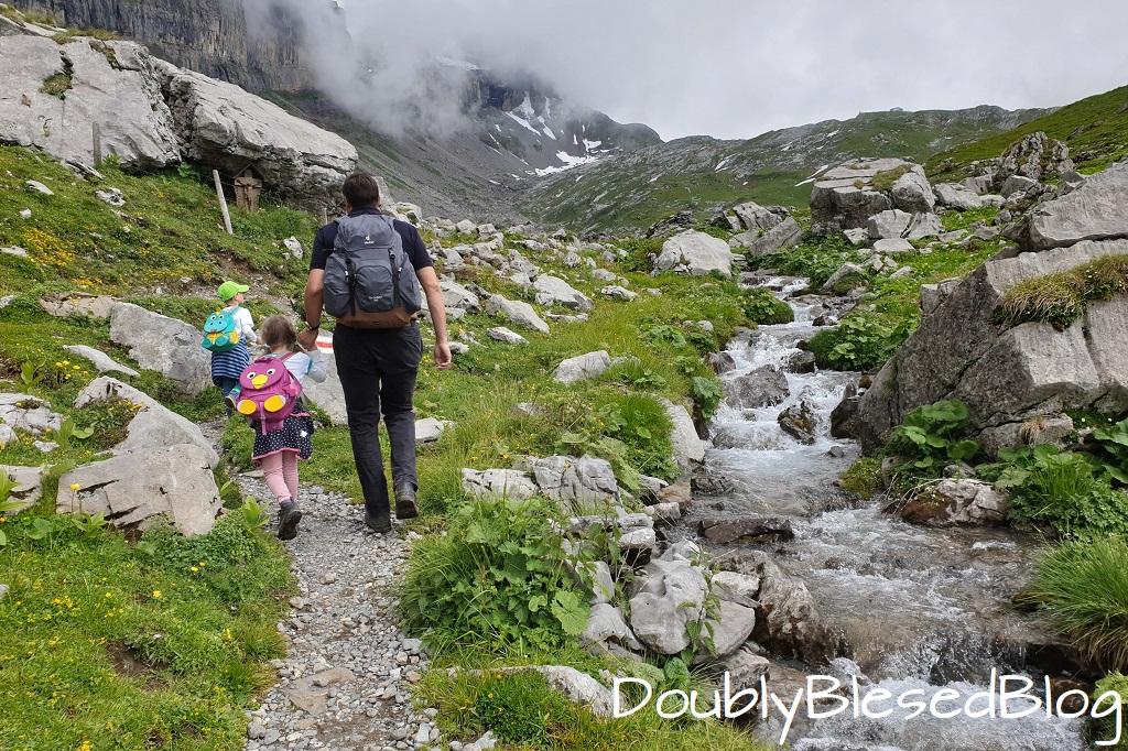 Familienwanderung hoch zur Rugghubelhütte
